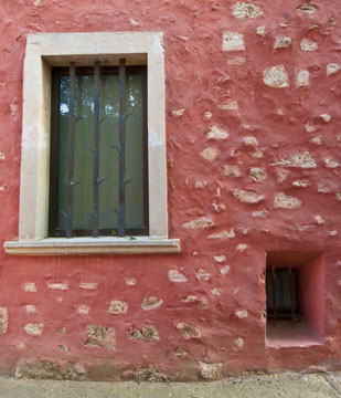 Red wall in Rousillon